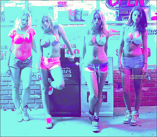 + March 2nd  ;   Selena et ses amies (dont Samantha) faisant du shopping dans Beverly Hills, LA. + Découvre une fois de plus plein des nouvelles photos promo, stills, posters et bts de Spring Breakers ainsi qu'une vidéo. +