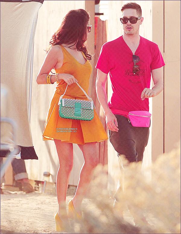 + March 4th  ;   Selena sur le set d'un photoshoot encore inconnu dans le désert de Californie. +