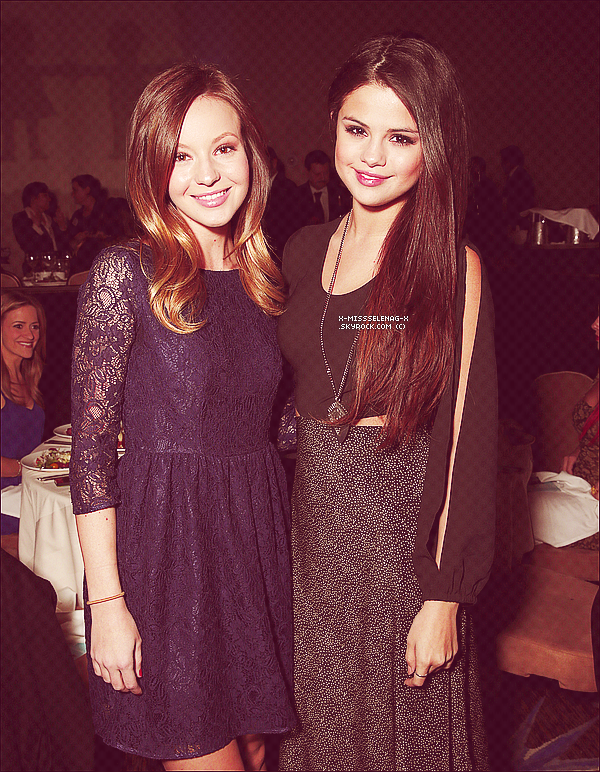 "+ March 7th  ;   Selena et Ashley Cook sortant de ""P.F's Chang"" à Los Angeles et le soir la miss s'est rendu au 21ème dîner annuel de 'Alliance For Children's Rights' avec Samantha Droke. +"