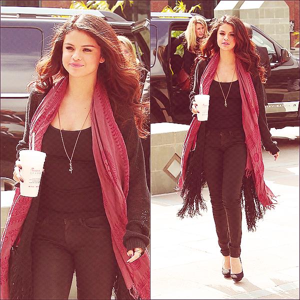 + April 5th  ;   Selena arrivant aux studios des radios : 'On Air With Ryan Seacrest' & 'Radio Disney'. Je vous rappelle que les émissions ont été enregistrées le 5 mais sont sorties le 8. +