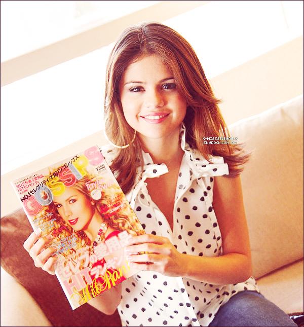 + April 12th  ;   Selena et ses danseuses aux répétitions des MTV Movie Awards. +