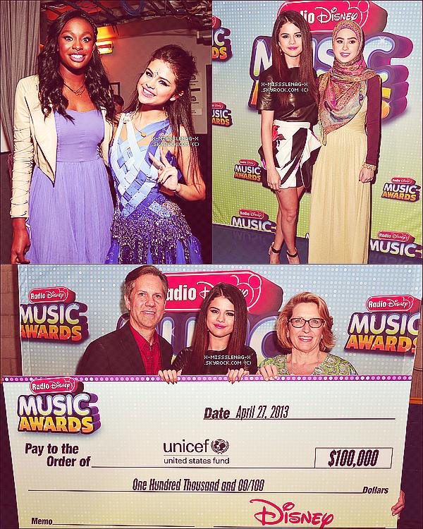 + April 27th  ;   Selena aux «Radio Disney Music Awards». +