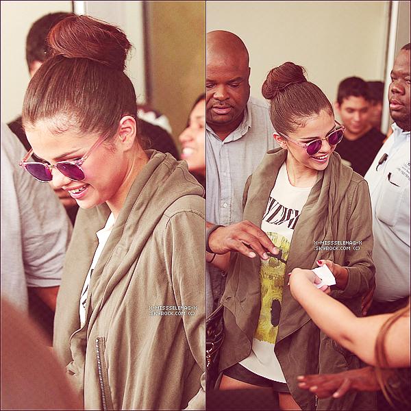 + May 11th  ;   Selena et Ashley Cook à la piscine de leur hôtel à Miami. Ensuite, Selly a été vue quittant l'hôtel pour se rendre à la première écoute exclusive de son album «Stars Dance». +