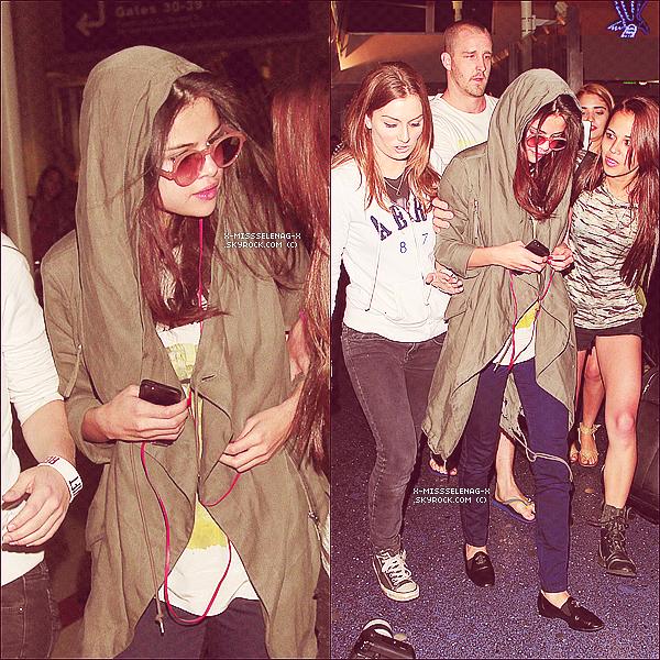 + May 12th  ;   Sel débarquant à LAX et plus tard, sur la pause du shoot de DOL avec sa maman. +