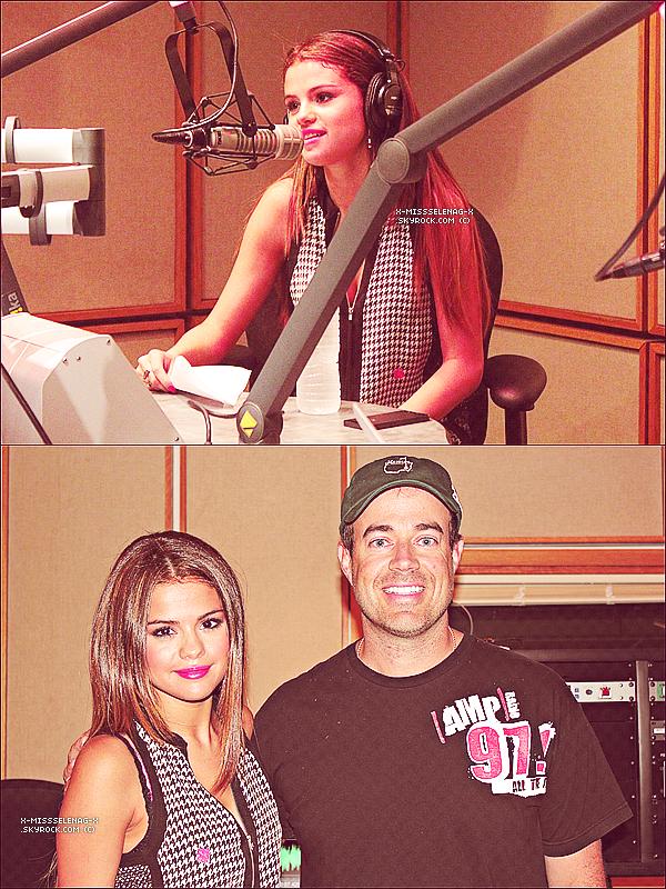+ May 13th  ;   Selena, ses nouvelles mèches blondes et son soutif fushia arrivant aux studios de Sony à Burbank et plus tard à la radio «AMP Radio 97.1» en Californie. +