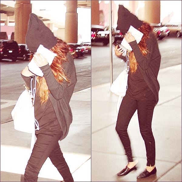 + May 18th  ;   Selena embarquant à LAX et débarquant à Las Vegas. +
