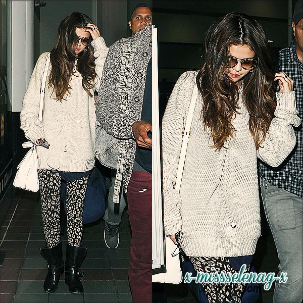 + May 30th  ;   Selena à la radio 104.5 Chum FM et ensuite à 680 News. Elle a, plus tard, été vue arrivant aux studios de Kiss 92.5 et à l'intérieur. Le soir, Selly s'est rendue au New.Music.Live. Tout ça à Toronto, donc au Canada. Pendant la nuit, notre miss a été vue débarquant à LAX. +