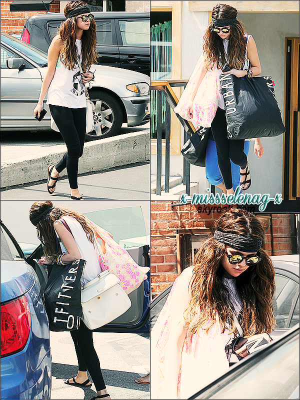 + June 1st  ;   Selena faisant du shopping à Urban Outfitters et Free People à Los Angeles. + Nouvelles photos personnelles ainsi qu'une vidéo de l'interview de Selena par Dionne Bromfield faite en Angleterre. +