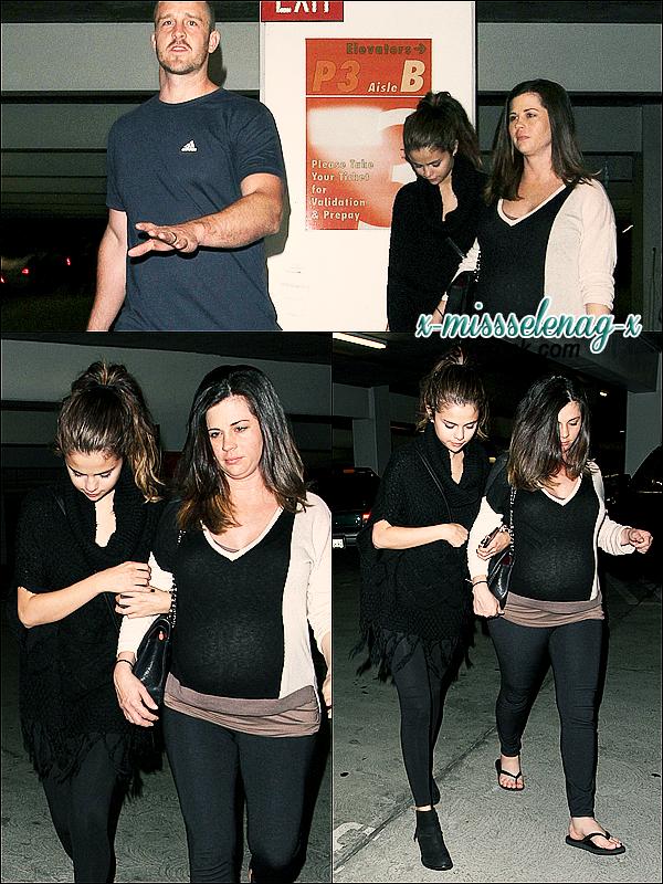 + June 2nd  ;   Selena et sa famille arrivant au cinéma «ArcLight Hollywood» à Los Angeles. + Découvre le nouveau photoshoot lors du passage en France de Selena pour le magazine français «LeParisien». +