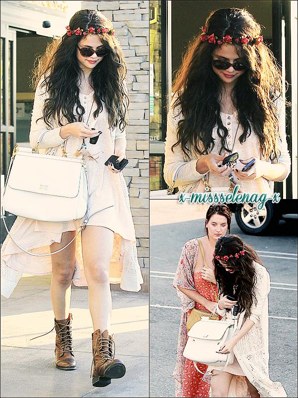 + June 14th  ;   Selena et Charity ont été vues sortant du restaurant «Kabuki» à Tarzana, CA. + Voici un nouveau photoshoot de Selena pour la magazine français «BE» qu'elle a fait lors de son passage en France. +
