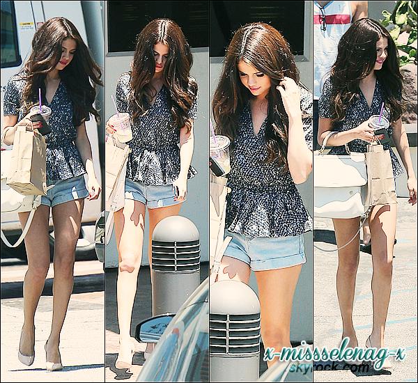 + June 28th  ;   Selena quittant un studio de danse à Ventura à Los Angeles. + Deux nouveaux clichés pour le photoshoot du magazine GLAMOUR.  +