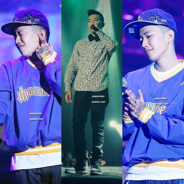 .   23/ 11/ 13 - Jay Park a donné un concert à Seoul en Corée du Sud. Aimez-vous les tenues que Jay a porté lors de son concert ? Moi oui, je met un top. .