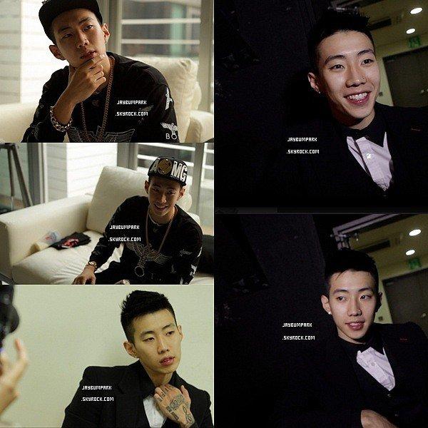 .   26/ 11/ 13 - Jay Park présent sur le red carpet à l'événement MCM Fashion Show.Que pensez-vous de cette tenue de Jay, aimez-vous ? .