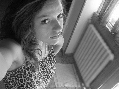 «  Il est mon tout , et pour lui j'irais  n'importe où  ♥  :$ »            ♦  Laura -  10Avril- Nîmes City - Amoureuse mais Dangereuse .