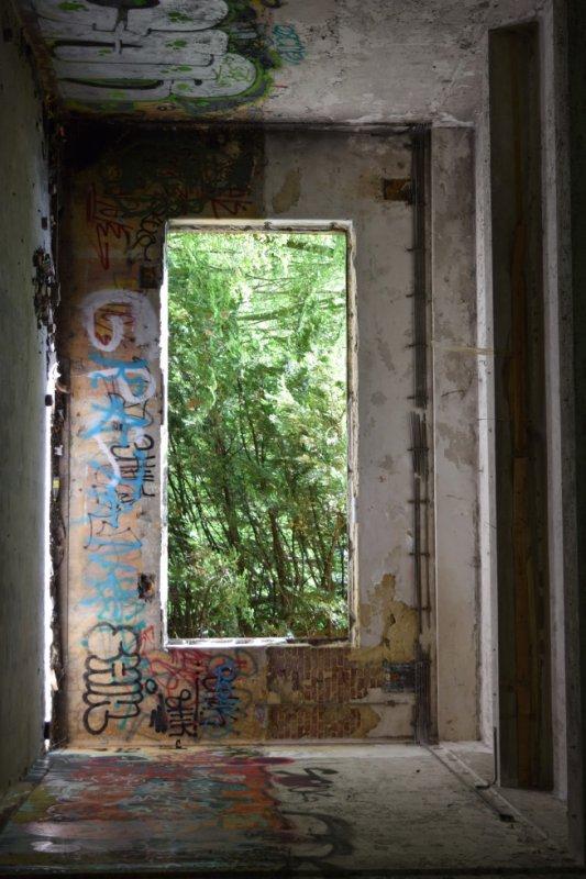La chartreuse, vieux bâtiment militaire.(Remix)
