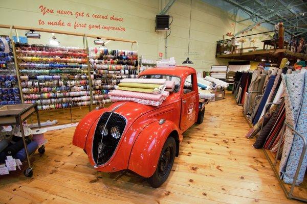 Les tissus du chien vert. (magasin de tissus à Hognoul à la décos très originale).