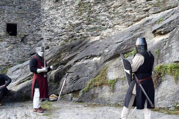 Combat d'épée fête médiéval de La Roche.