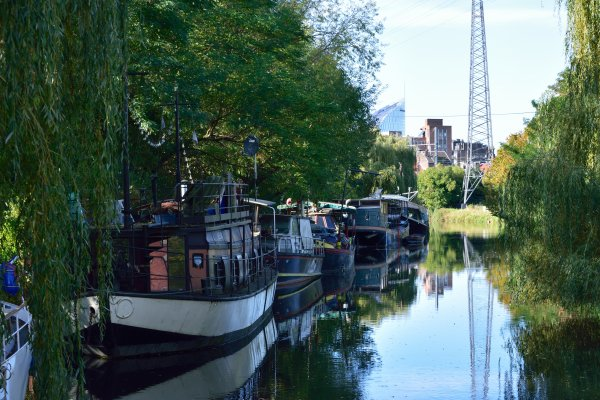 Bord de l'eau à Liège. Canal de l ourthe.