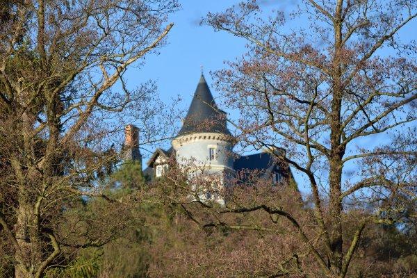 Château pris sous plusieurs angles. (Lac de Warfa Spa)