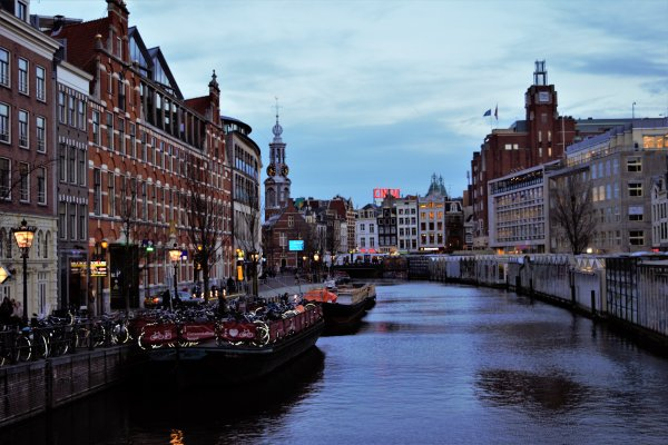 Canal d'Amsterdam (Hollande).