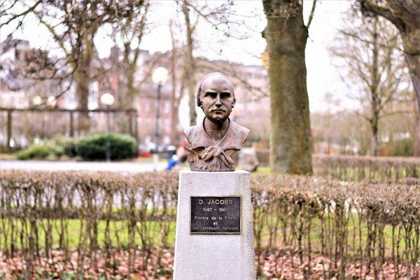 Statue D.Jacobs artiste peintre.