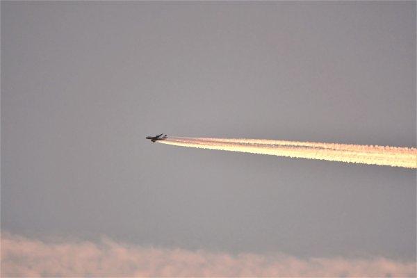 Un avion en mode fusée. lol
