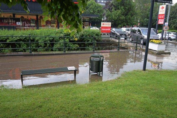 Violent orage cet après-midi à Spa. (Belgique)