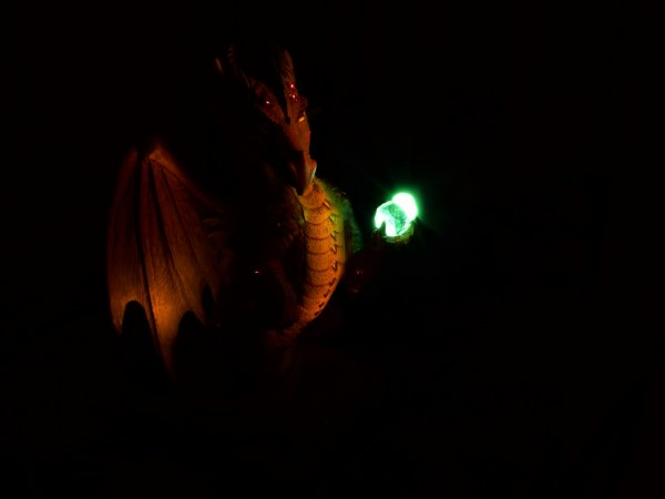 Light painting sur un dragon.