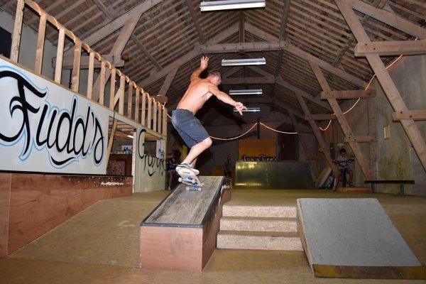 Ici un skateur qui fait un Manual.