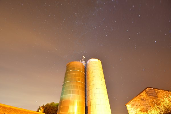 Light painting sur un silo.