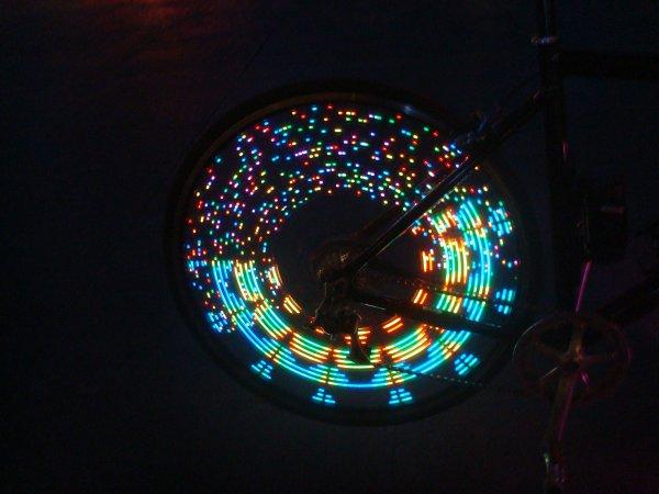 """New """"Monkey Light M232"""", Eclairage Numérique pour Vélo"""