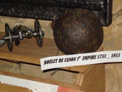 Boulet de canon du 1e Empire 1751  1815 ayant été coulé à Berchiwé ( Robelmont ). A été retrouvé dans ma cave...