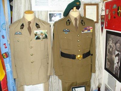 Uniformes du Colonel Jean MILITIS ..... Mes respects mon Colonel.