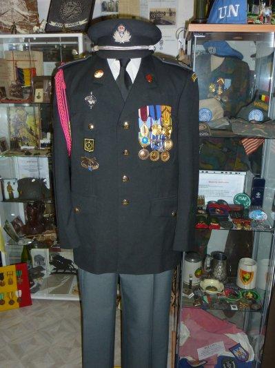 Uniforme d'un 1er sergent ayant participé a plusieurs missions extérieures...