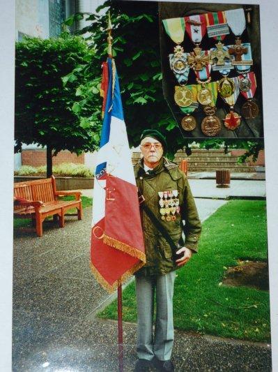 """Rescapé du 1er B.E.P. rencontré à Namur en 2008. Le 1er B.E.P. a été exterminé à Dien-Bien-Phu. """"Respect""""."""