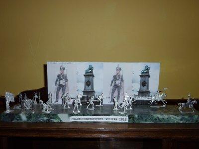 Petits soldats gris .  Braunschweigishes Militar 1815 .( Cadeau de mon filleul )...