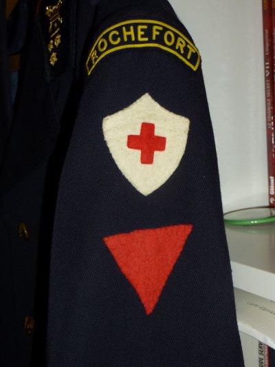 Brevet de la Croix rouge et triangle rouge de pompier professionel .