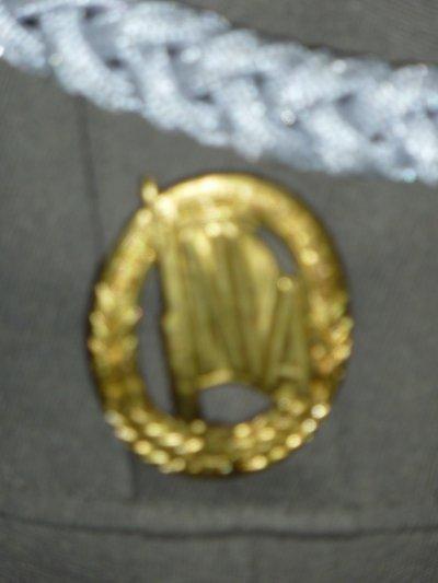 Uniforme d'un Capitaine de l'ex-RDA....Détails .