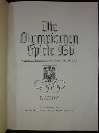 Suite a un séjour en Allemagne, voilà ce que j'ai photographier chez mon hôte.........Les deux volumes édités a l'occasion des Jeux Olympiques de 1936.........