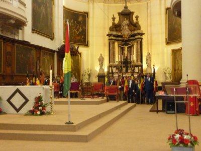 Les drapeaux sont ici rassembler dans le coeur de la Cathédrale St Aubin......Magnifique Cathédrale soit dit en passant..........