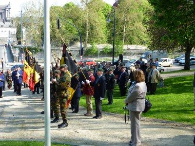 Photo prise au monument aux morts avec les Autorités civiles et militaires.