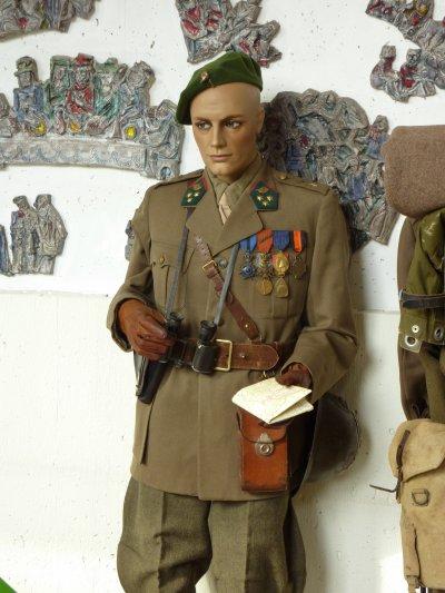 J'y ai présenter deux mannequins de ma collection. Dans un premier temps, voici un Capitaine de Mai 40....