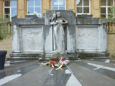 Monument fleuri...........