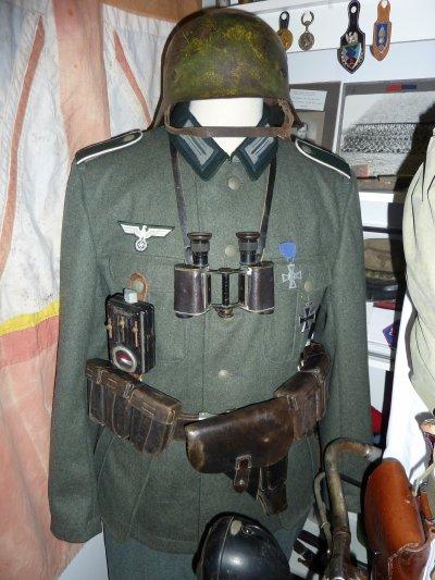 Toujours grâce a Pascal, un Allemand ww2 a fait son apparition au Musée...............J'avais le vélo et le matériel mais pas d'uniforme.........