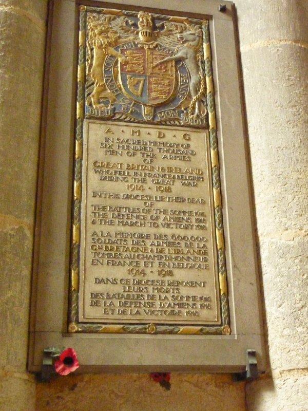 Cette année, vacances en Baie de Somme, avec un temps magnifique et évidemment je n'ai pu résister a aller visiter l'un ou l'autre musée..............Mais d'abord quelques plaques commémoratives dans la Cathédrale d'Amiens.....