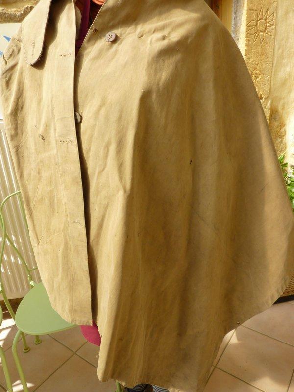 Pantalon Officier Belge de '40 ainsi qu'une toile de tente capote du même officier, avec marquage W D 86. Jus de grenier.