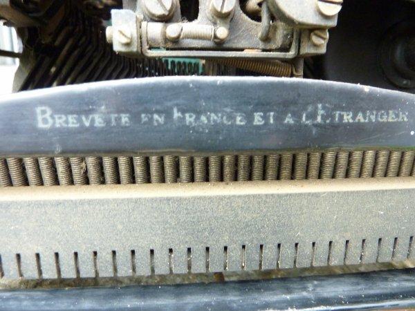 Machine a écrire M A P.....   Manufacture d'Armes de Paris