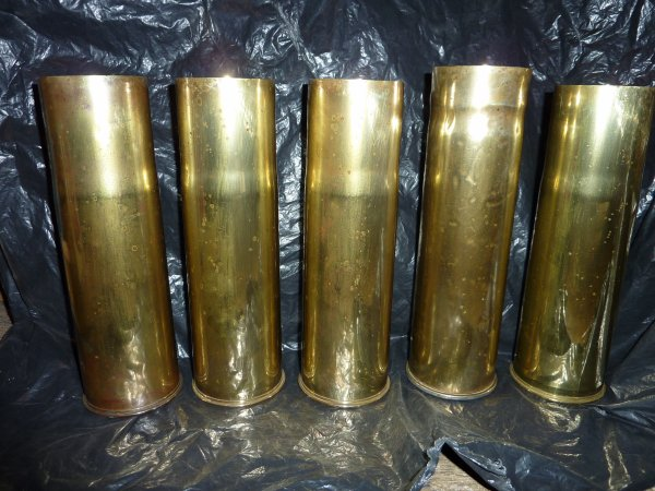 Petite rentrée sympa....5 douilles de 75mm de 1942 et 1943........