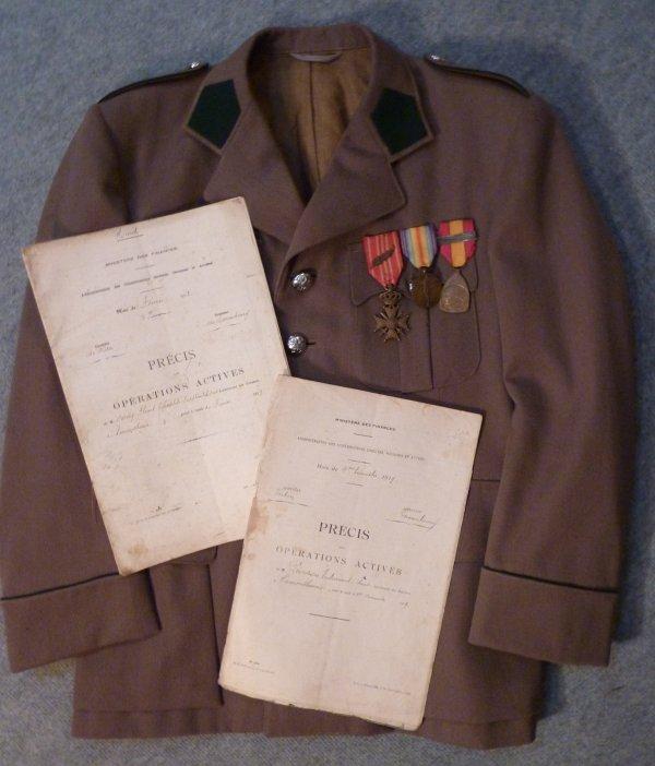 """Présentés sur une veste de douanier de l'entre deux guerres, voici deux """" Précis des Opérations Actives"""" concernant la Gaume. Le premier est daté de 1913 et le second de 1919. En effet, pendant le conflit la douane était supervisée par les Allemands."""