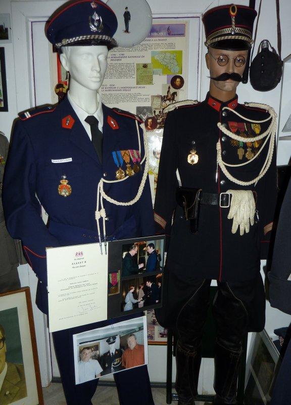 """Rafraichissement du """"coin"""" Gendarmerie et ajouts de pièces. Merci a la famille et a Alain pour les dons importants..."""